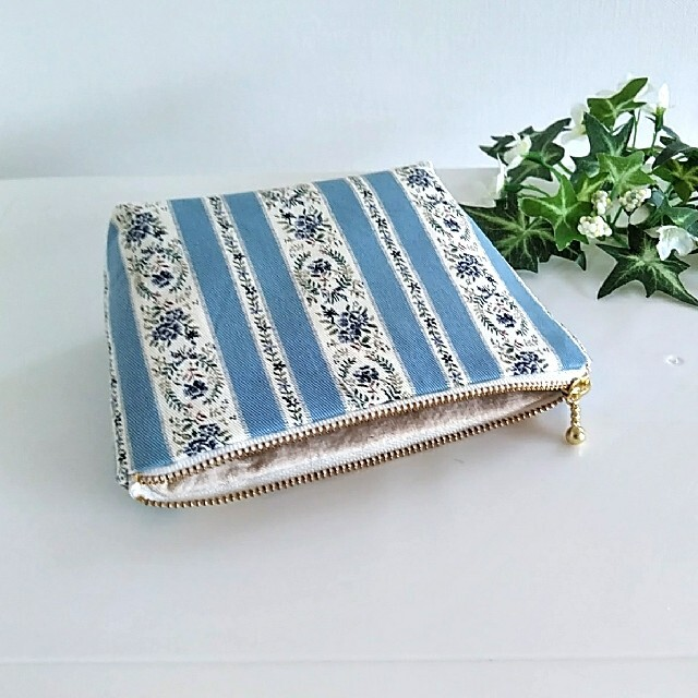 ブルーライン 花柄 ファスナーポーチ ハンドメイド ハンドメイドのファッション小物(ポーチ)の商品写真