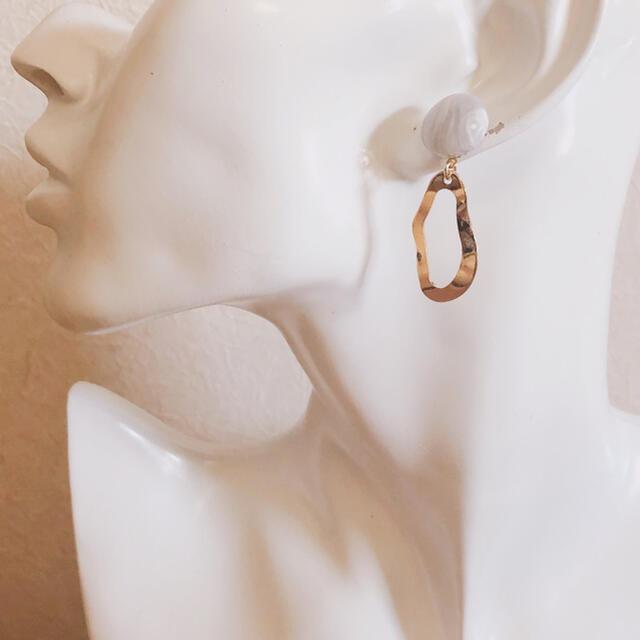 no.548 グレー カボション ゴールド フレーム ピアス、イヤリング ハンドメイドのアクセサリー(ピアス)の商品写真