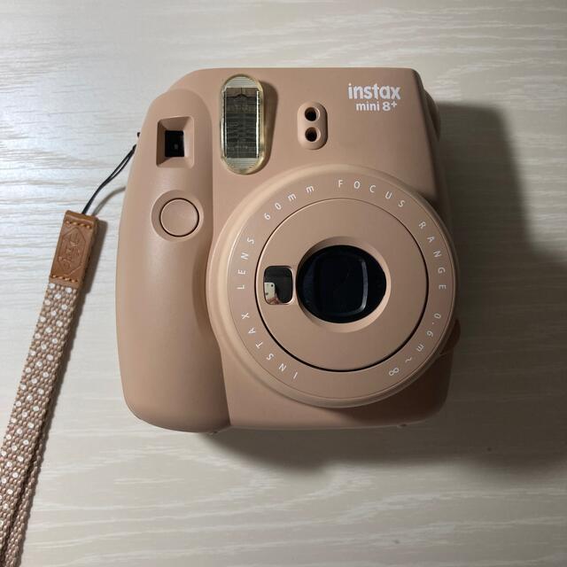 富士フイルム(フジフイルム)のFUJI FILM INSTAX MINI 8 チェキ本体 ココア スマホ/家電/カメラのカメラ(フィルムカメラ)の商品写真
