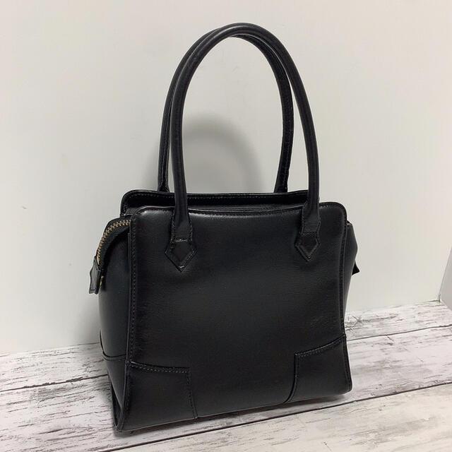 Vivienne Westwood(ヴィヴィアンウエストウッド)のVivienne Westwood ミニハンドバッグ オーブ 裏地総柄 正規品 レディースのバッグ(ハンドバッグ)の商品写真