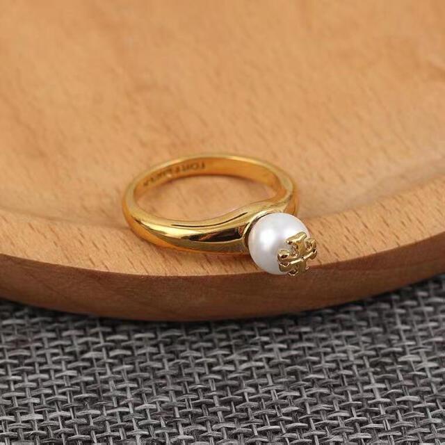 Tory Burch(トリーバーチ)の新品トリーバーチtoryburch パールロゴリング指輪 US6号 レディースのアクセサリー(リング(指輪))の商品写真