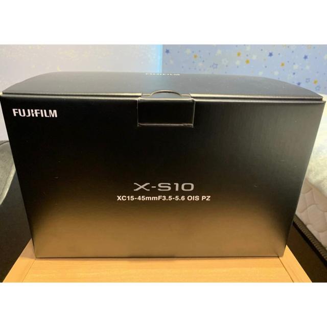 富士フイルム(フジフイルム)の美品‼︎ FUJIFILM X-S10 XC15-45mm レンズキット 付属品 スマホ/家電/カメラのカメラ(ミラーレス一眼)の商品写真