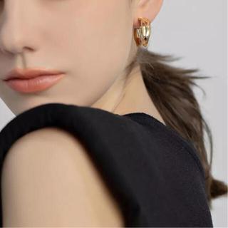 Mila Owen - deformed hoop earrings-gold-