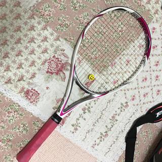テニスラケット白✖️ピンク(スポーツ)