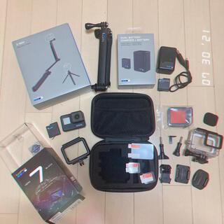 ゴープロ(GoPro)の【値下げ中】GoPro HERO7、3-Way グリップ、バッテリー充電器(コンパクトデジタルカメラ)