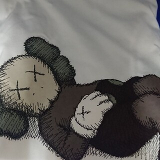 UNIQLO - ユニクロ カウズ Kaws コラボ Tシャツ XLサイズ UT