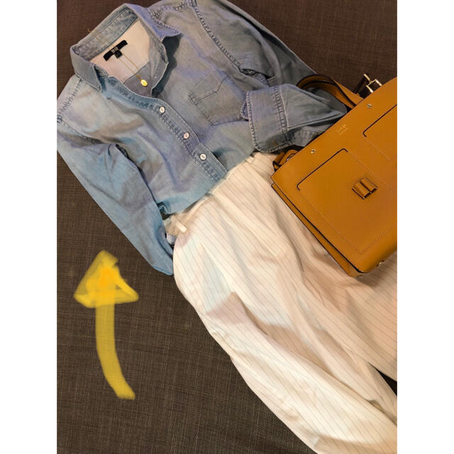 UNIQLO(ユニクロ)のUNIQLO デニムシャツ ライトカラー S レディースのトップス(シャツ/ブラウス(長袖/七分))の商品写真