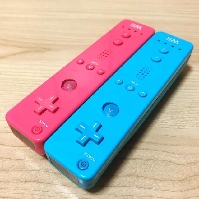 Wii(ウィー)の動作確認済み⭐️任天堂Wiiリモコン2つセット〈アオ・ピンク〉 エンタメ/ホビーのゲームソフト/ゲーム機本体(家庭用ゲーム機本体)の商品写真