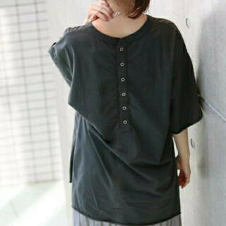 IENA - イエナ【R JUBILEE】別注BACK BUTTON Tシャツ