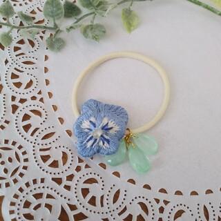 立体刺繍のパンジーヘアゴム