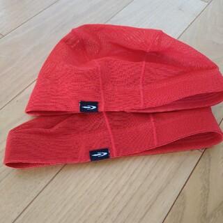 ティゴラ(TIGORA)のスイミングキャップ赤色ジュニアフリーサイズ2点(帽子)