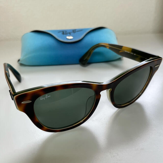 Ray-Ban(レイバン)の【Ray Ban】サングラス(レディース) レディースのファッション小物(サングラス/メガネ)の商品写真