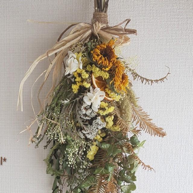 専用*八重咲きヒマワリ  ドライフラワースワッグ ハンドメイドのフラワー/ガーデン(ドライフラワー)の商品写真