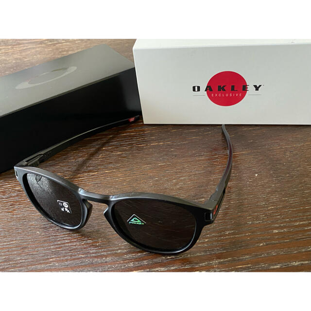 Oakley(オークリー)の日本限定 オークリー サングラス ラッチ アジアンフィット ジャパンフィット 黒 メンズのファッション小物(サングラス/メガネ)の商品写真