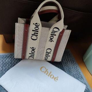 Chloe 「woody」シリーズのスモールトートバッグになります。