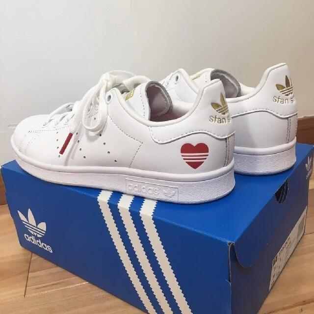 adidas(アディダス)の【新品】adidas スタンスミス ハート(ホワイト:22.5〜23㎝) レディースの靴/シューズ(スニーカー)の商品写真