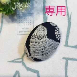 bird garden使用 ハンドメイドブローチ 鳥さん刺繍(ブローチ/コサージュ)