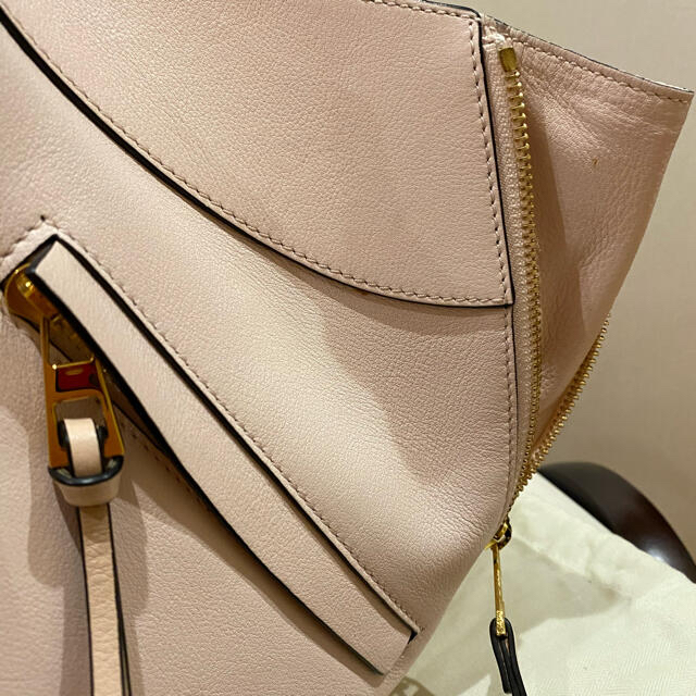 LOEWE(ロエベ)の【期間限定値下げ】ロエベ♡ハンモック♡バッグ スモール ピンク ショルダーバッグ レディースのバッグ(ショルダーバッグ)の商品写真