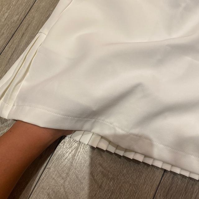 DESCENTE(デサント)の❗️再入荷❗️新品未使用 即納分 sサイズ ホワイト ゴルフスカート ❗️ スポーツ/アウトドアのゴルフ(ウエア)の商品写真