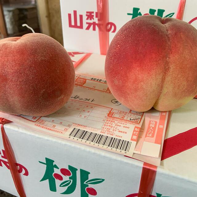 山梨の甘い桃 大玉を2キロの箱に6個詰め発送 今だけ 限定数箱 あと僅か 食品/飲料/酒の食品(フルーツ)の商品写真