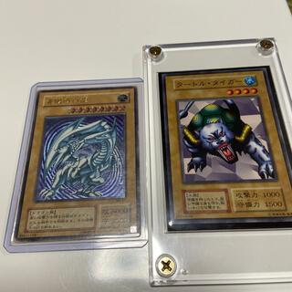 ユウギオウ(遊戯王)の遊戯王 青眼の白龍ブルーアイズホワイトドラゴンレリーフとタートルタイガーの2枚(シングルカード)