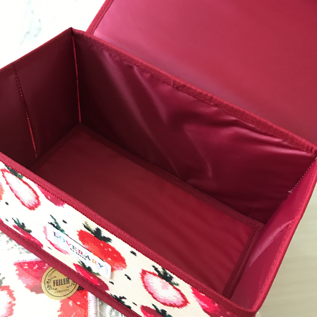 FEILER(フェイラー)のフェイラーラブラリーストロベリードットハンカチ&マルチ収納BOX(美人百科付録) レディースのファッション小物(ハンカチ)の商品写真