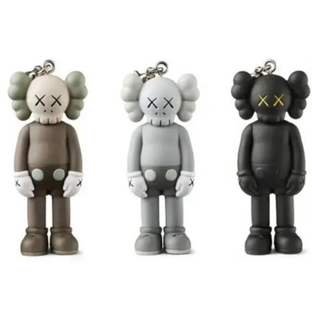 MEDICOM TOY(メディコムトイ)のKAWS FIRST キーホルダー カウズ 3点セット エンタメ/ホビーのおもちゃ/ぬいぐるみ(キャラクターグッズ)の商品写真