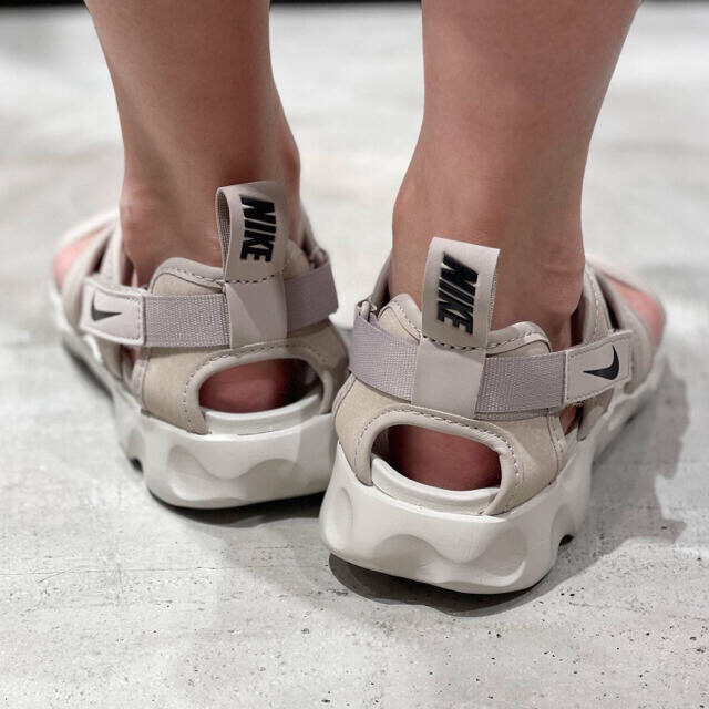 NIKE(ナイキ)のNIKE ウィメンズ OWAYSIS サンダル レディースの靴/シューズ(サンダル)の商品写真