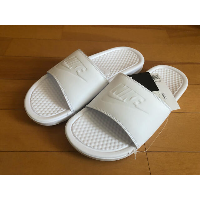 NIKE(ナイキ)の【新品未使用】NIKE ナイキ ベナッシ  25.0cm レディースの靴/シューズ(サンダル)の商品写真