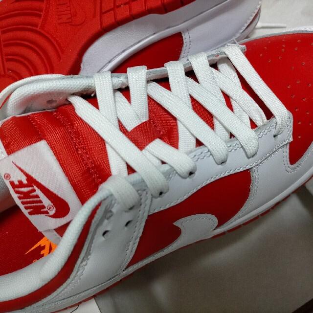 NIKE(ナイキ)のナイキ NIKE DUNK LOW  championship red 26cm メンズの靴/シューズ(スニーカー)の商品写真