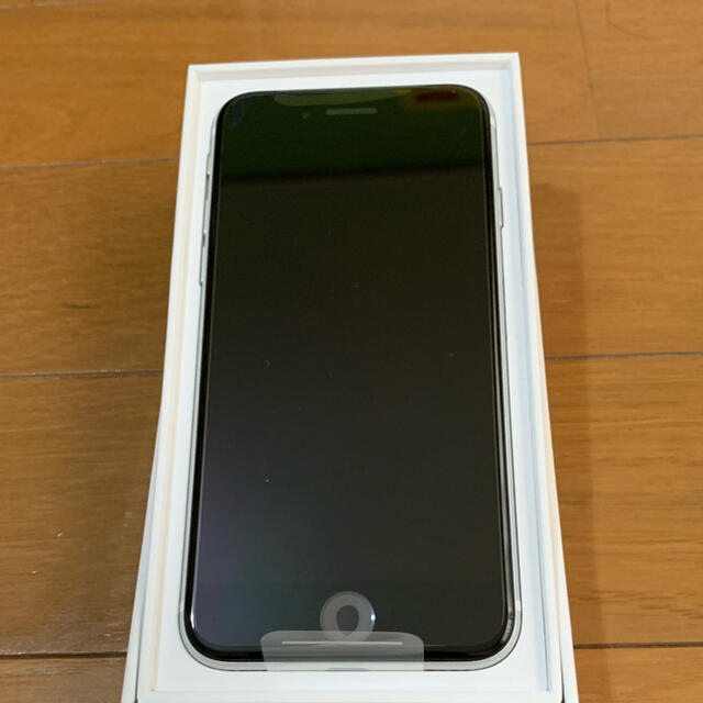 Apple(アップル)の新品SIMフリー iPhoneSE第2世代64 スマホ/家電/カメラのスマートフォン/携帯電話(スマートフォン本体)の商品写真