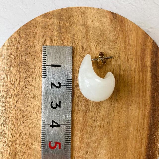 ♢雫ピアス ドロップ マーブル 〈white〉 ハンドメイドのアクセサリー(ピアス)の商品写真