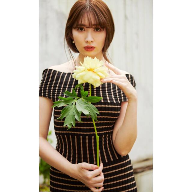 Stripe Ribbed-Knit Midi Dress her lip to レディースのワンピース(ロングワンピース/マキシワンピース)の商品写真