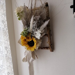 小枝のはしごとひまわり&パンパスグラスのドライフラワースワッグ ミニスワッグ付き(ドライフラワー)