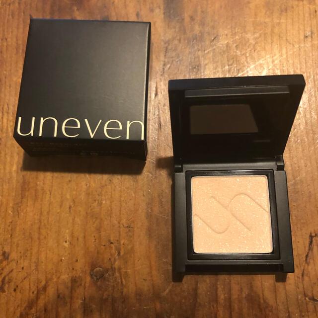 uneven アニヴェン アイシャドウ es-01 クルーシャル コスメ/美容のベースメイク/化粧品(アイシャドウ)の商品写真