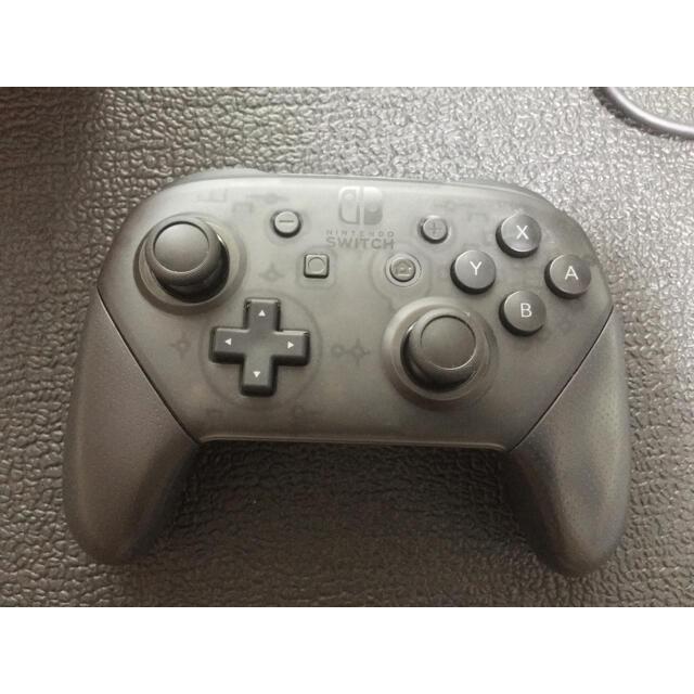Nintendo Switch(ニンテンドースイッチ)の【純正品】Nintendo Switch プロコントローラー エンタメ/ホビーのゲームソフト/ゲーム機本体(家庭用ゲーム機本体)の商品写真