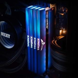 メモリ Team XTREEM ARGB DDR4-3200 CL14 8Gx4