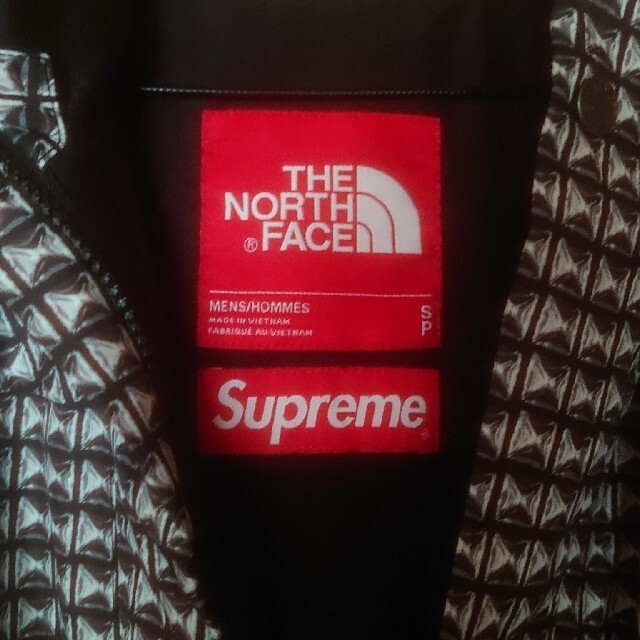 Supreme(シュプリーム)のSupreme Studded Mountain Light Jacket メンズのジャケット/アウター(マウンテンパーカー)の商品写真