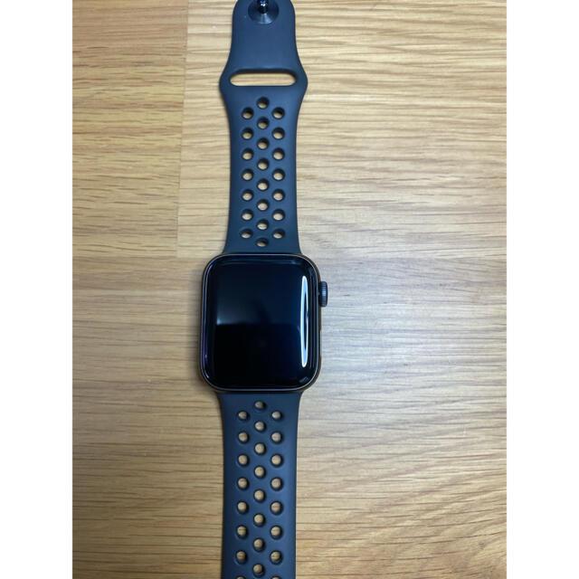 Apple Watch(アップルウォッチ)のApple Watch SE NIKEモデル 40mm スペースグレイ メンズの時計(腕時計(デジタル))の商品写真