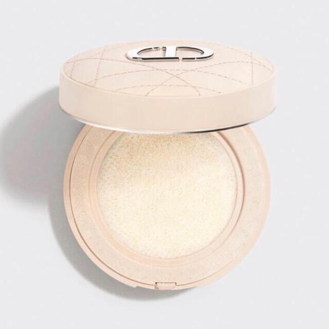 Dior(ディオール)のディオール フォーエヴァー クッションパウダー ゴールデンナイツ ホリデー限定 コスメ/美容のベースメイク/化粧品(フェイスパウダー)の商品写真