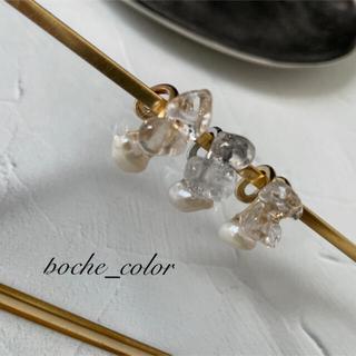 no.15 crystalと淡水パールのイヤーカフ ロジウム(イヤリング)