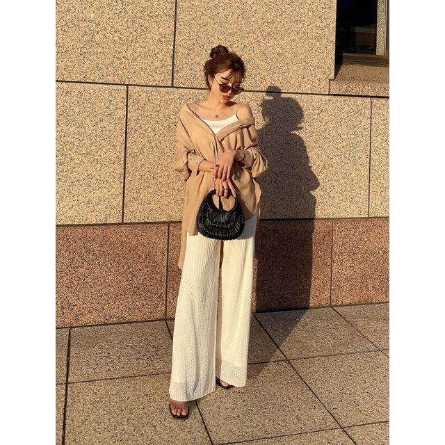 eimy istoire(エイミーイストワール)の☆エイミーイストワール☆バックオープンビッグシャツ ベージュ レディースのトップス(シャツ/ブラウス(長袖/七分))の商品写真
