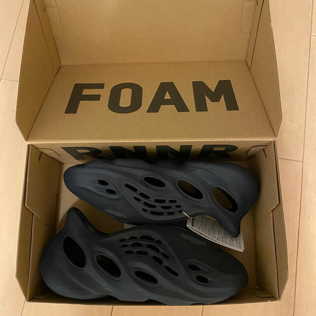 adidas(アディダス)のYZY FOAM RUNNER イージーフォームランナー 28.5 新品 メンズの靴/シューズ(サンダル)の商品写真