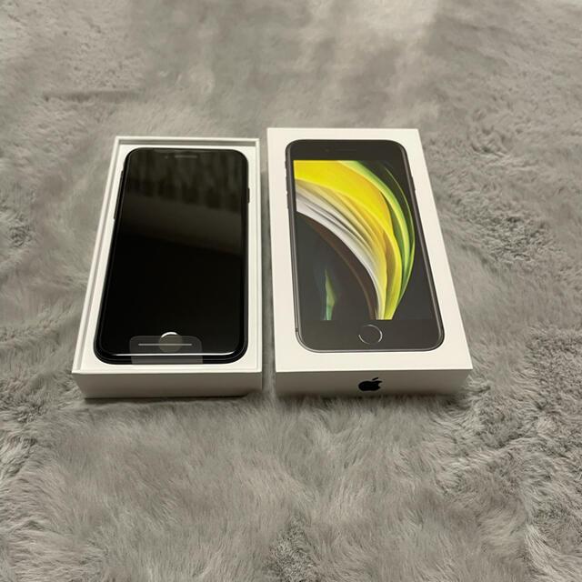 Apple(アップル)の☆新品未使用☆ iPhoneSE2 (第2世代) 64GB ブラック スマホ/家電/カメラのスマートフォン/携帯電話(スマートフォン本体)の商品写真