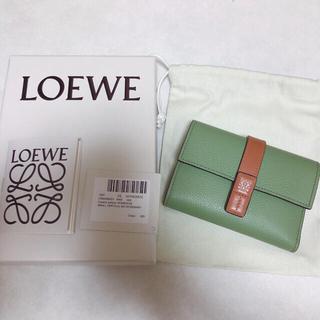 LOEWE - ロエベ バーティカル ウォレット スモール (ソフトグレインカーフ)