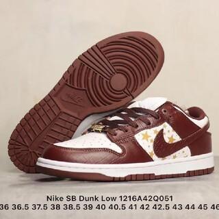 Supreme x Nike SB Dunk Low(スニーカー)