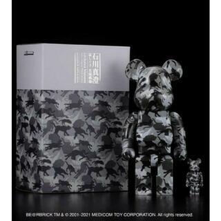 メディコムトイ(MEDICOM TOY)のBE@RBRICK 石川真澄「猫しぐさ 名採模様」100%&400%ベアブリック(その他)