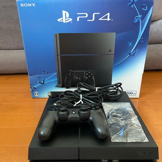 PlayStation4(プレイステーション4)のSONY PlayStation4 本体 CUH-1200AB01  おまけ付き エンタメ/ホビーのゲームソフト/ゲーム機本体(家庭用ゲーム機本体)の商品写真