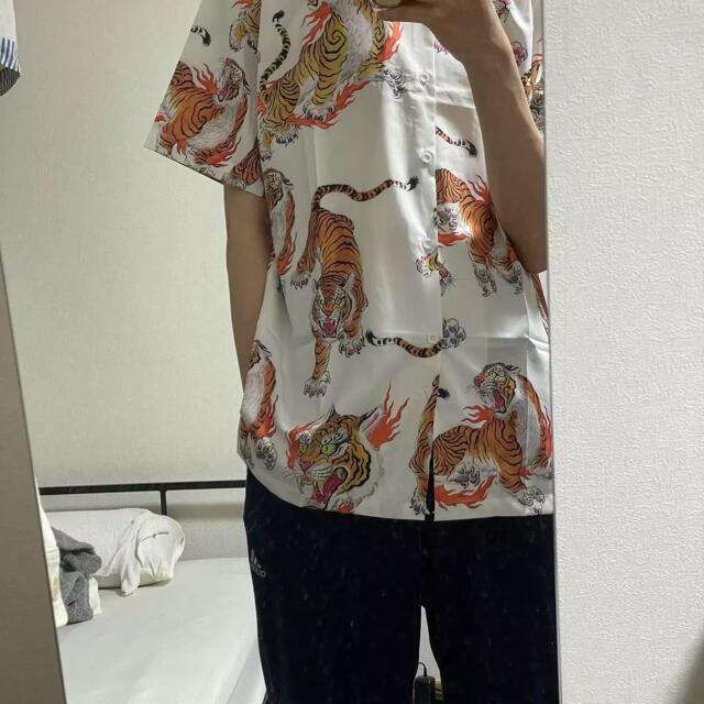 百虎 炎の輪 虎 トラ タイガー 和柄アロハシャツ カラフル 個性的 総柄 XL メンズのトップス(Tシャツ/カットソー(半袖/袖なし))の商品写真
