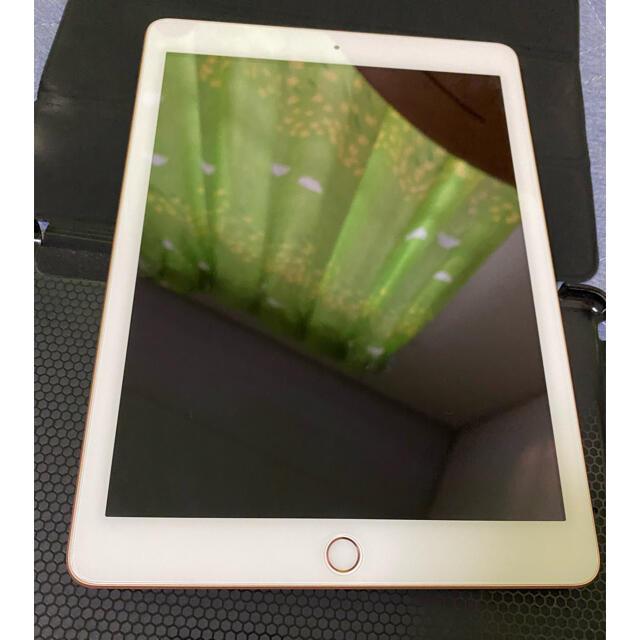 Apple(アップル)のApple アップル iPad 第6世代 32GB SIMロック解除済 ゴールド スマホ/家電/カメラのPC/タブレット(タブレット)の商品写真